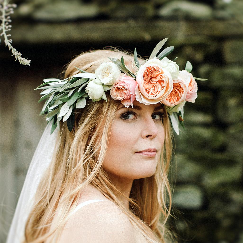 Wedding flowers florist skipton north yorkshire hannahs flower crown photo jess petrie photography izmirmasajfo